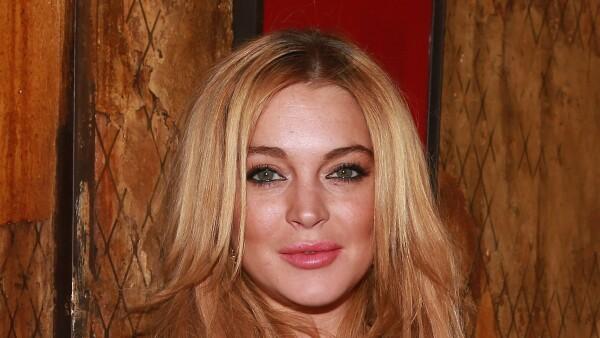 Lindsay recibe puñetazo en la cara por querer salvar a niños