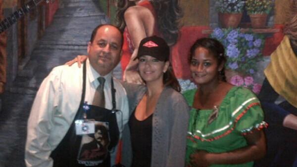 A través de Twitter la  actriz publicó unas fotografías de la celebración. La estrella fue a un restaurante en San Antonio,Texas, junto con su familia.