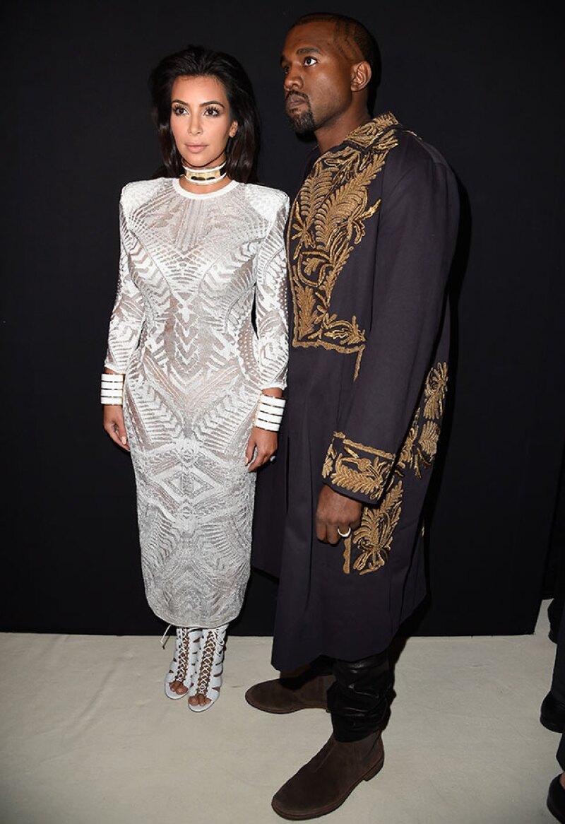 En su debilidad por ser centro de atención, la pareja ha lucido distintos estilos con los que ha logrado acaparar las miradas.