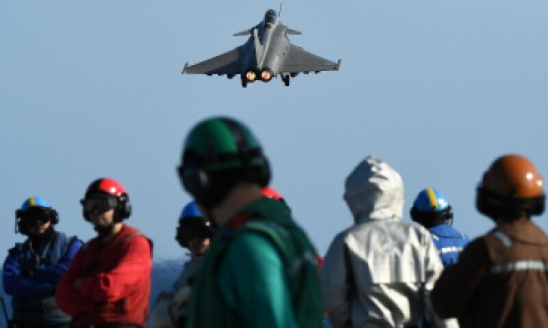 El 'Charles de Gaulle' se incorporó la semana pasada al operativo francés contra ISIS. (Foto: AFP)