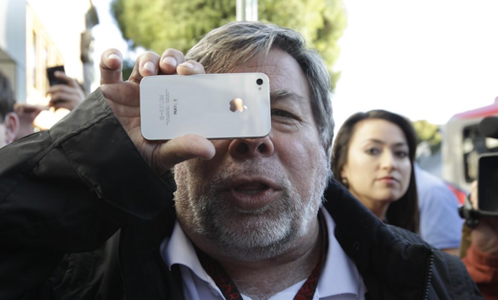 Steve Wozniak, co fundador de Apple, fue uno de los primeros que adquirió la última y actual versión del teléfono.