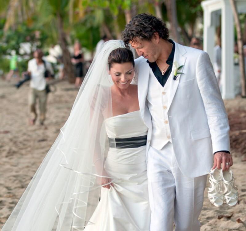 La cantante de country se casó con el empresario Frédéroc Thiébaud en Puerto Rico el día de Año Nuevo.