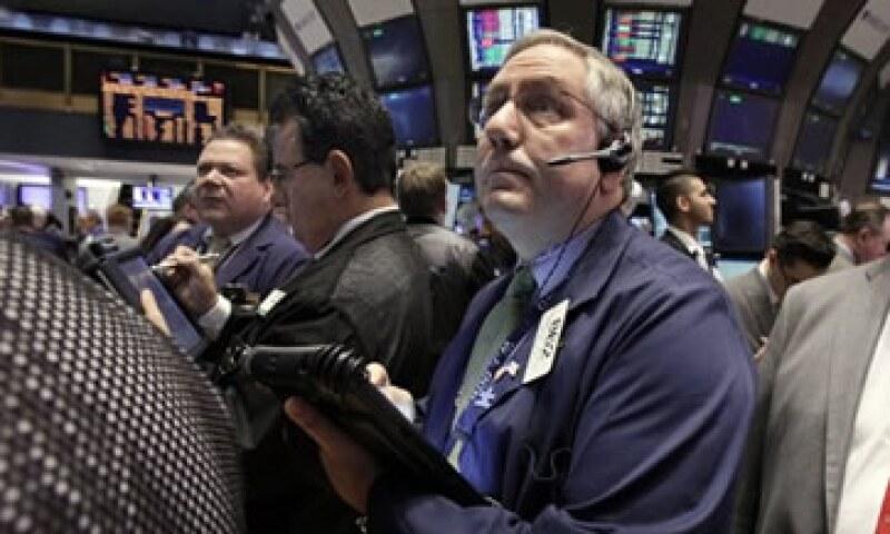 En la semana, el Dow Jones retrocedió 1.6%, mientras que el S&P 500 y el Nasdaq cayeron 2 y 2.2%, respectivamente. (Foto: Reuters)