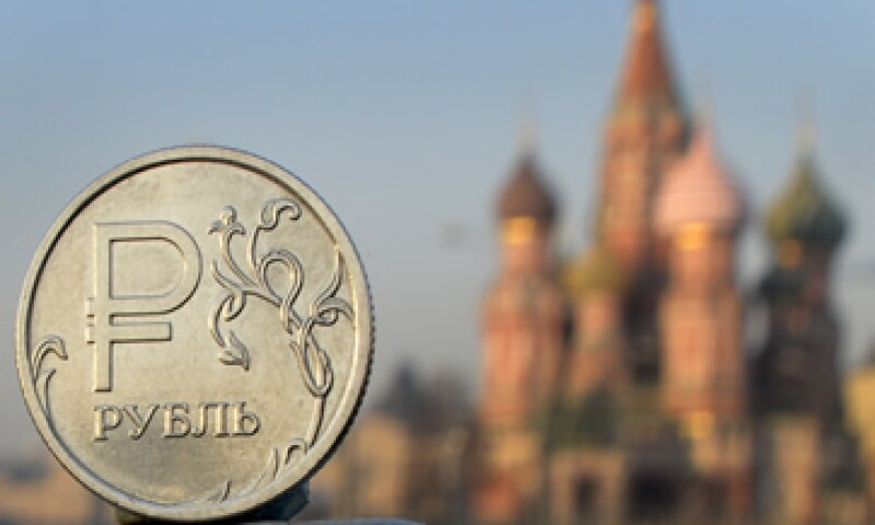 La caída de los precios del petróleo, además, va a mantener presiones a la baja sobre el rublo, según el Gobierno. (Foto: iStock by Getty Images. )