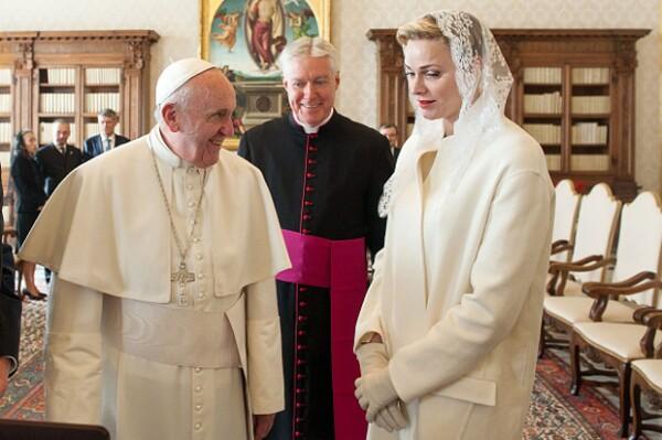 Charlene de Mónaco también conoció al Papa Francisco.