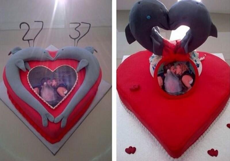 La cantante compartió esta imagen de los románticos pasteles con lo que celebrarán sus cumpleaños.