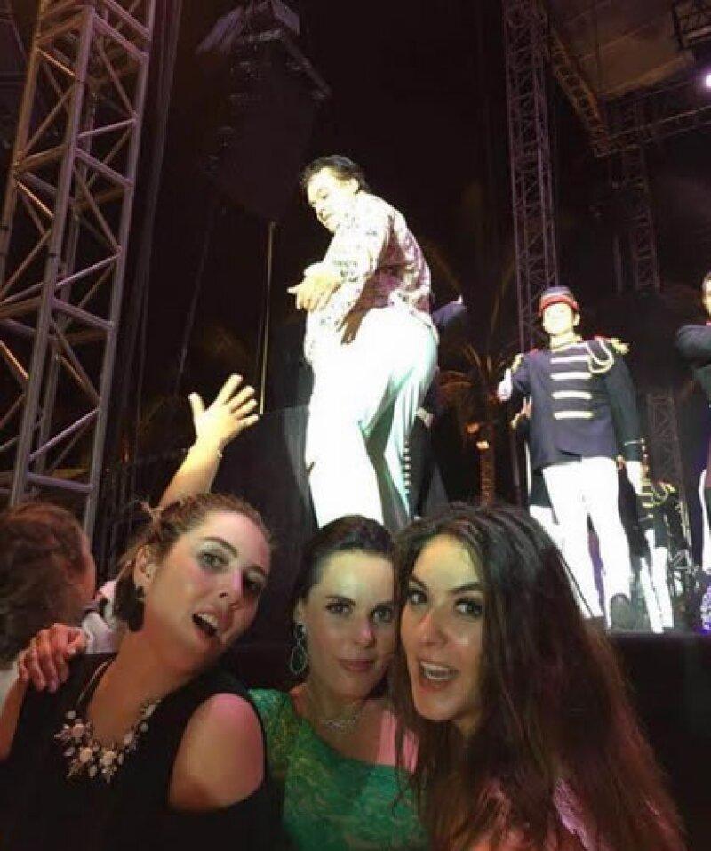 Te contamos los detalles del concierto privado que el Divo de Juárez ofreció en Acapulco con motivo del festejo de las bodas de oro de Miguel y Chayo Quintanilla.