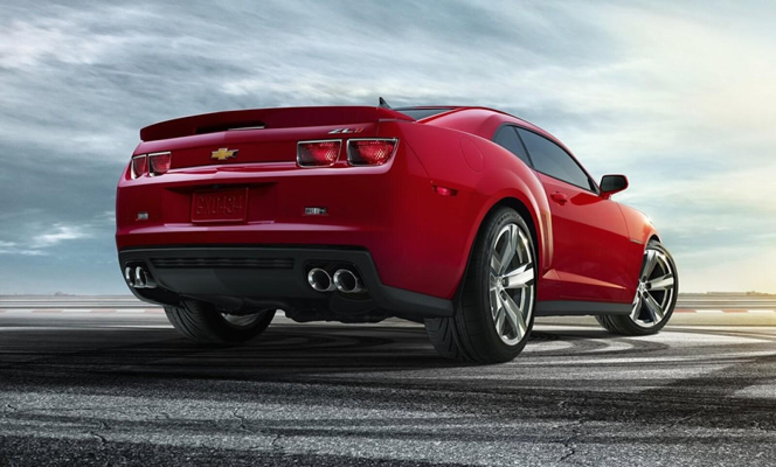 La edición 2013 de este vehículo tiene un propulsor de 6.2 litros que genera 580 caballos de fuerza, que puede asociarse tanto a una transmisión manual de seis etapas, como a una caja automática.