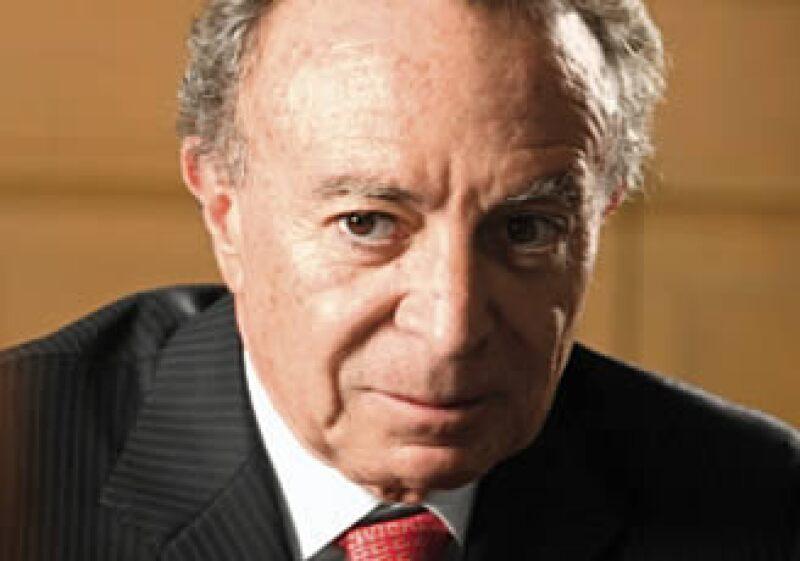 El presidente, Felipe Calderón deberá decidir la reelección o sustitución de Guillermo Ortiz. (Foto: Especial)