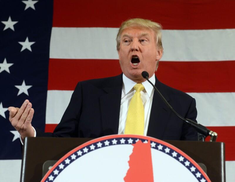 Durante un discurso en Carolina del Sur, el aspirante a la presidencia de EU invitó a una asistente a ponerle fin a los rumores sobre su pelo.