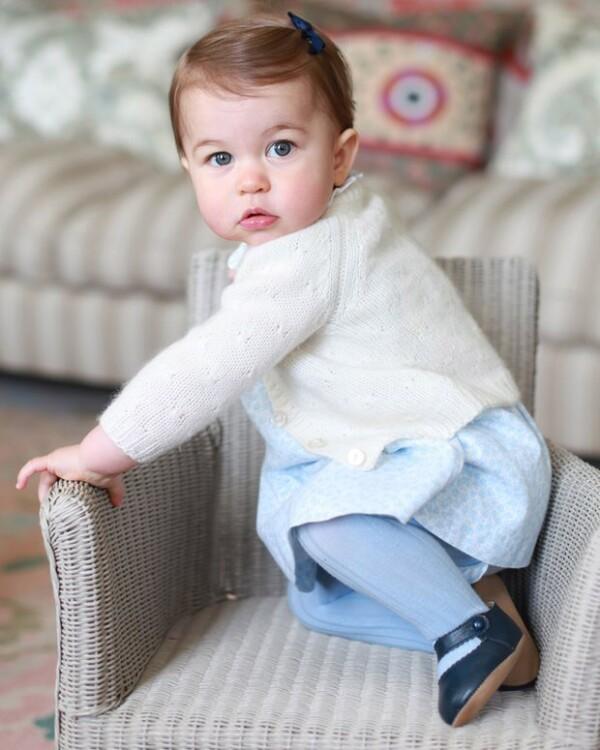 Mallas, zapatitos y ropita tejida, además de costosas donaciones en su honor, son otros de los regalos que ha compartido en su listado Kensington Palace.