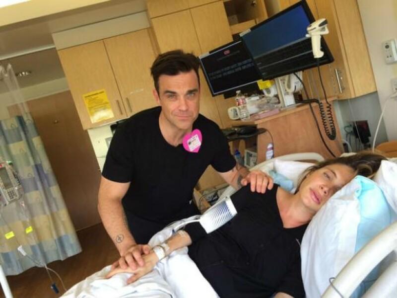"""""""Tengo todo bajo control"""", afirma Robbie en esta foto desde el hospital."""