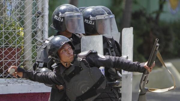 Protesta contra reforma de pensiones en Nicaragua desata una batalla campal