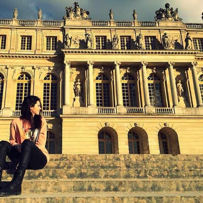Kendall visitando el palacio de Versalles.
