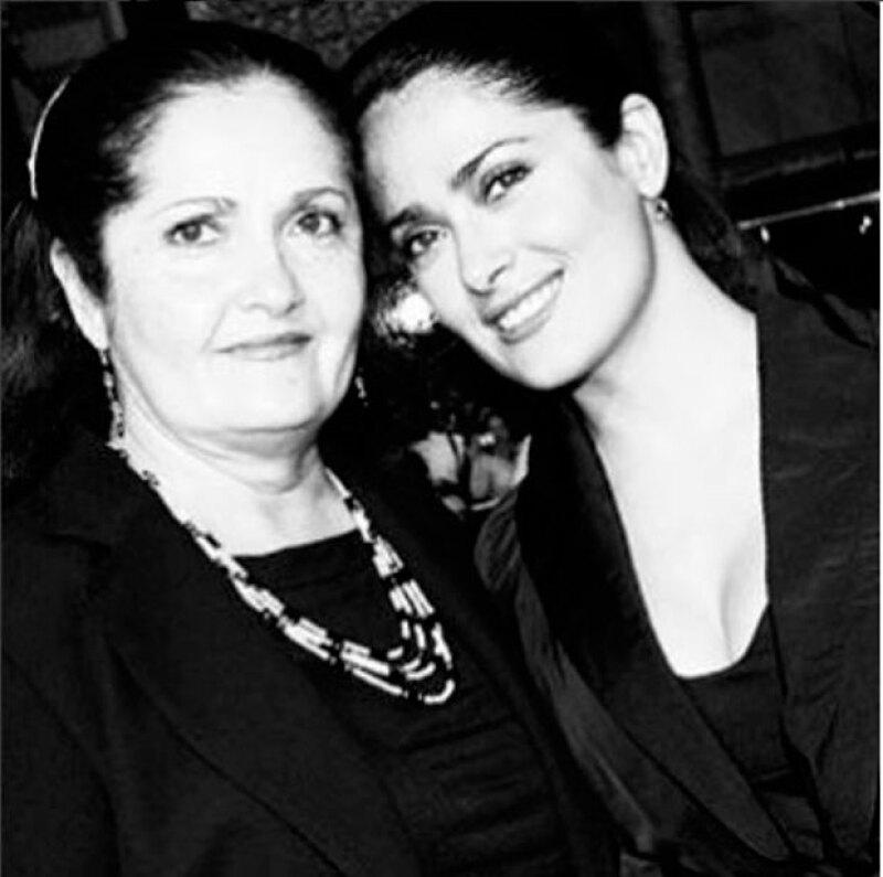 Salma junto a su mamá, quien la ha apoyado toda su carrera.