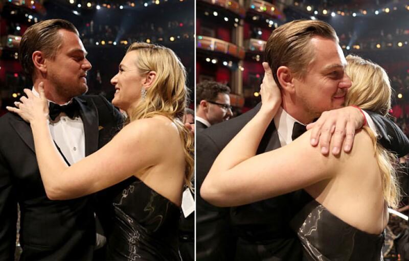 La alegría invadió la cara de Leonardo cuando su eterna amiga, Kate Winslet, lo felicitó.