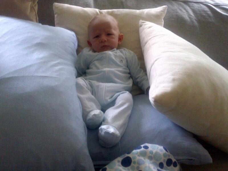 """Pedro Pablo, primer hijo de la conductora y Gustavo Guzmán, cumplió un mes de nacido. Fue el orgulloso papá quien compartió una nueva foto y lo llamó su """"orejón""""."""
