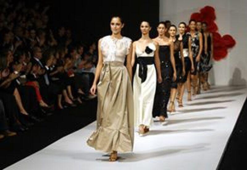 La sensualidad y elegancia de sus diseños llamó la atención de los fashionistas.