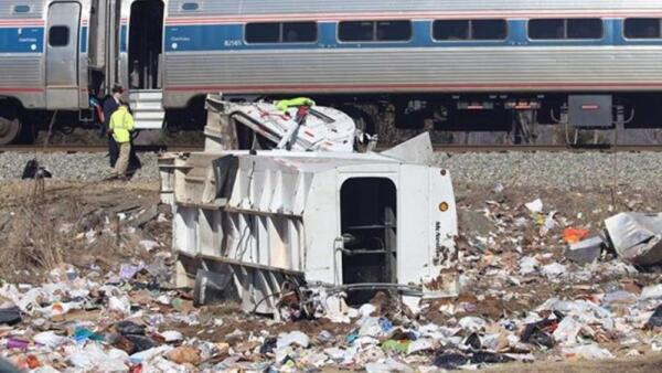 Un tren con legisladores republicanos sufre un choque en Virginia