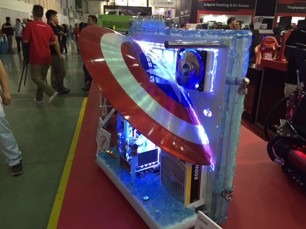 Esta computadora está inspirada en el famoso personaje de Marvel, Capitán América