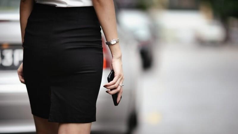 El ?upskirting? es la práctica de tomar fotos de la ropa íntima de las personas sin consentimiento