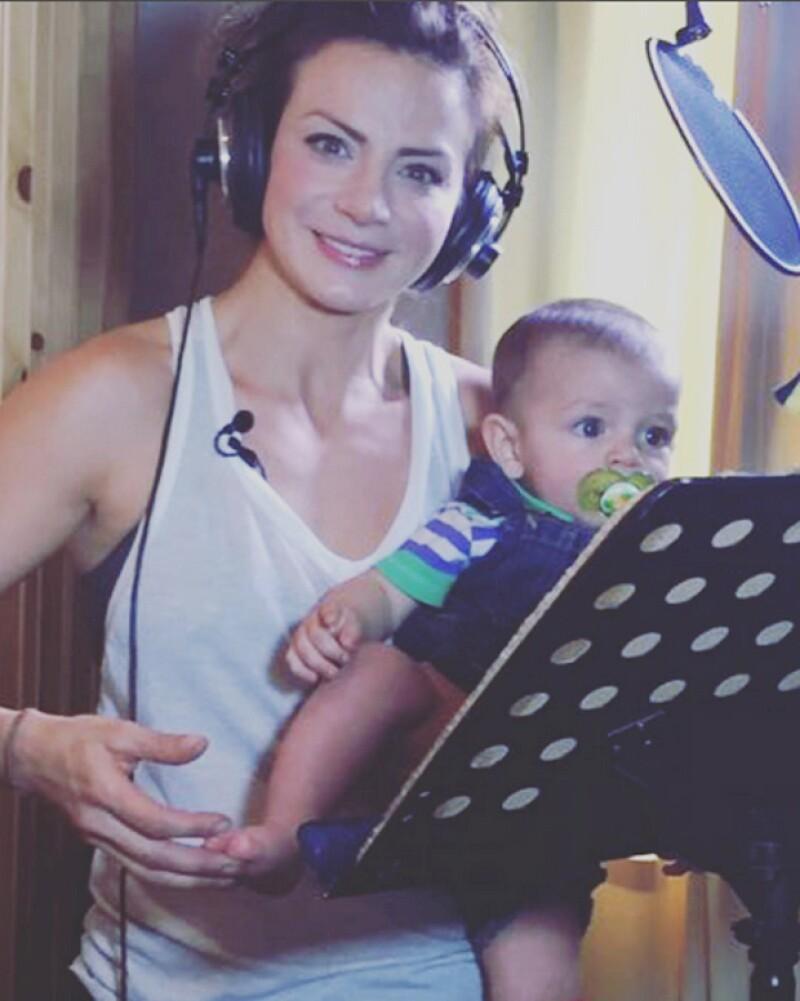 León es el mejor compañero que la actriz podría tener a la hora de trabajar, ¿por qué lo decimos? Mira esta foto.