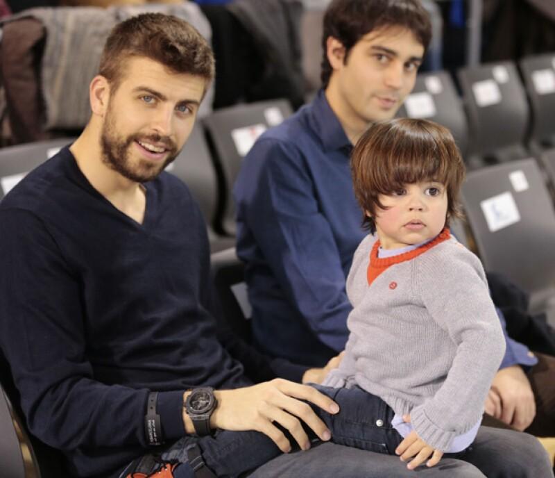 Los dos amores de Shakira cambiaron de deporte, acudiendo a apoyar al equipo catalán de baloncesto, momento que el hijo menor de la pareja disfruto al máximo con su papá.