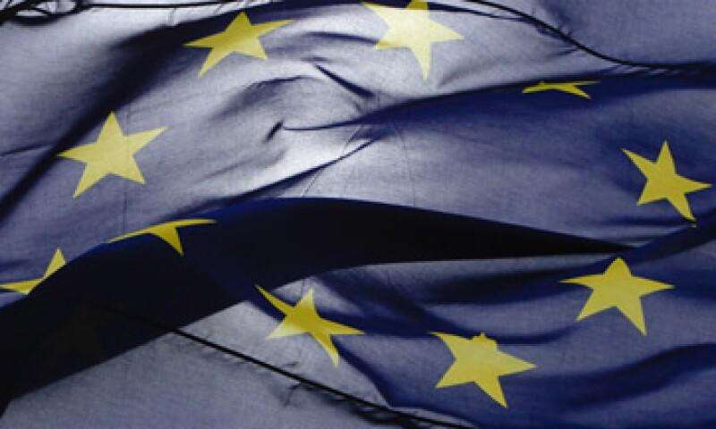 La calificadora advirtió a los gobiernos de la eurozona que sus políticas están demasiado centradas en la reducción de deuda. (Foto: AP)