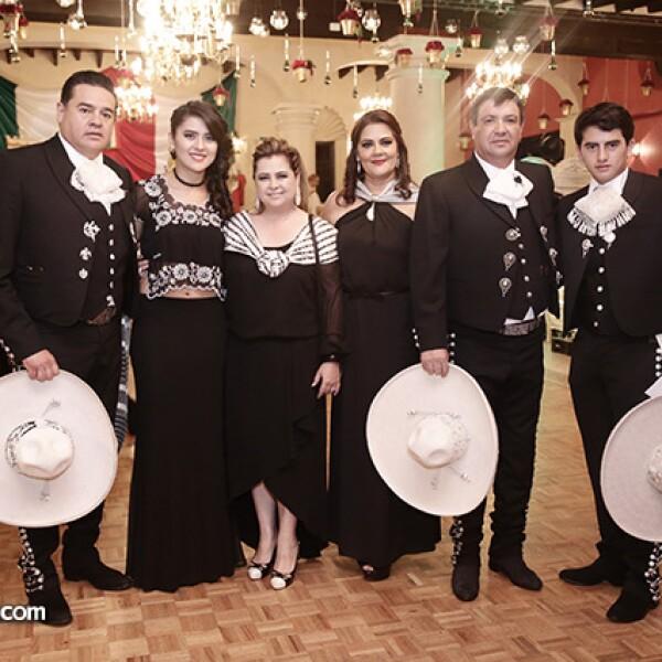 Antonio y María Díaz, Cristina Velázquez, Leticia Velasco, Carlos Bermúdez y Antonio Díaz