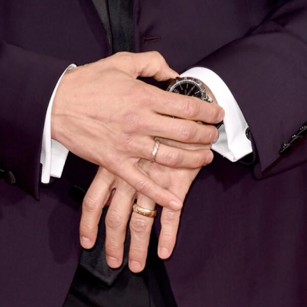 Matthew también usó unas mancuernillas de oro blanco y dos diamantes en corte redondo brillante de Bulgari.