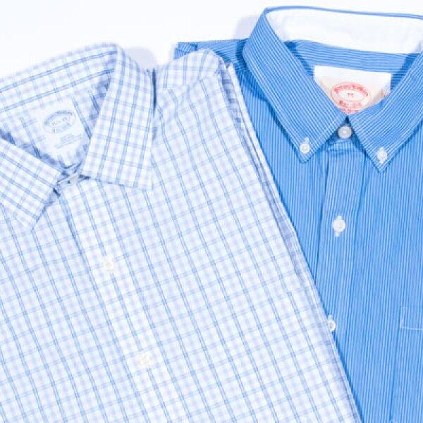 Prendas de punto Luxe vienen en capas bajo camisas vintage.