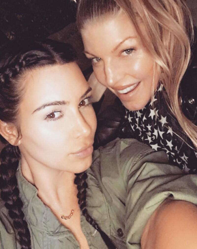 La celebridad hizo a un lado el maquillaje para presumir su belleza al natural junto a Fergie.