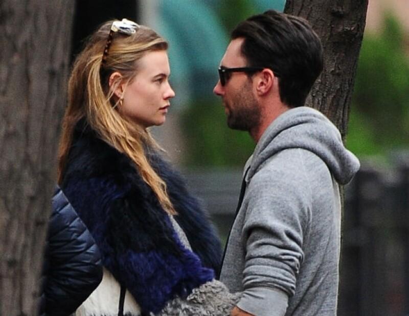La relación amorosa entre el cantante de Maroon 5 y la modelo de Victoria's Secret Behati Prinsloo sigue viento en popa.