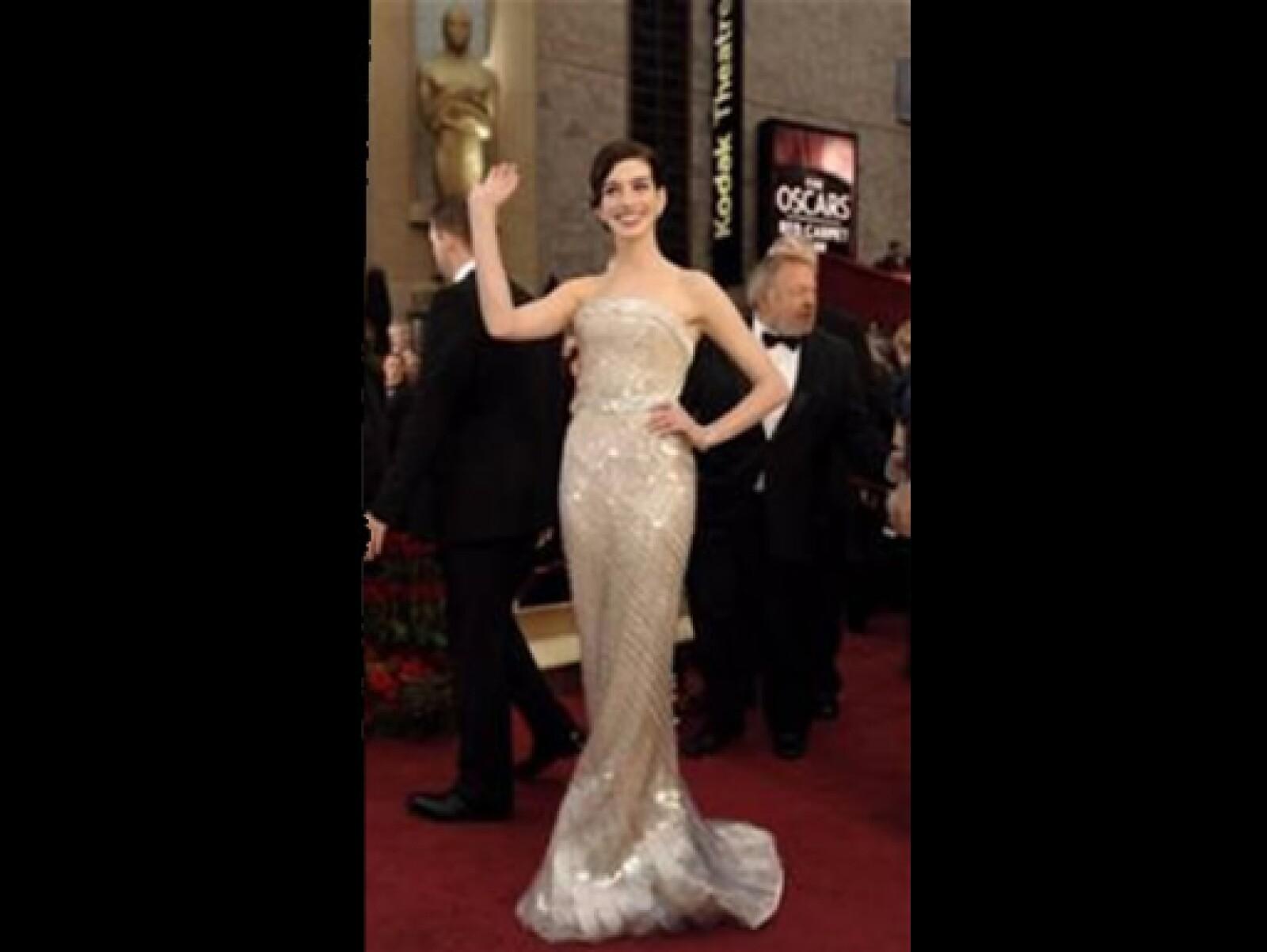 Lució un vestido strapless de Armani Privé, además de casi un millón de dólares en joyería de Cartier y clutch de Roger Vivier.