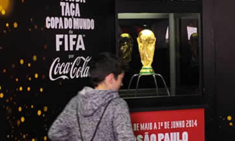 Coca-Cola es una de las empresas con el mayor grado de asociación con la FIFA. (Foto: AFP)