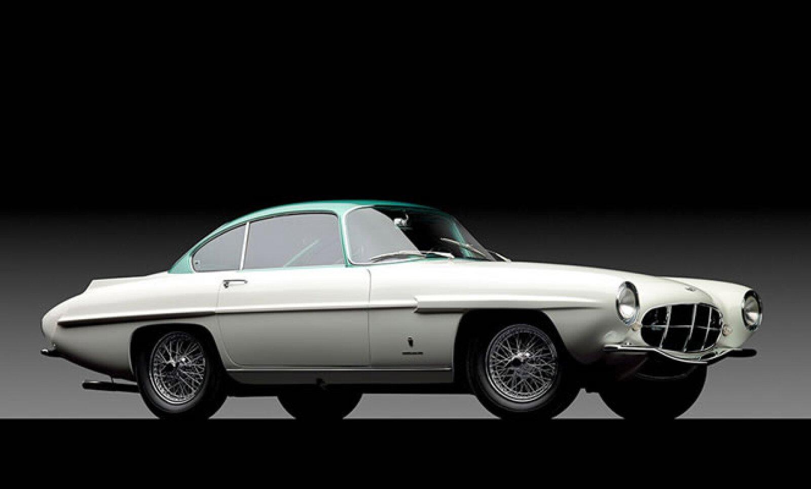 """El auto """"Supersónico"""" se vendió por poco más de 2 mdd."""