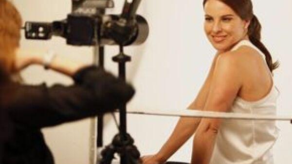 La actriz se une a la lista de guapas como imagen de la marca de belleza y viajó a Los Ángeles para grabar el primer anuncio, el cual se estrenará en Estados Unidos este otoño.