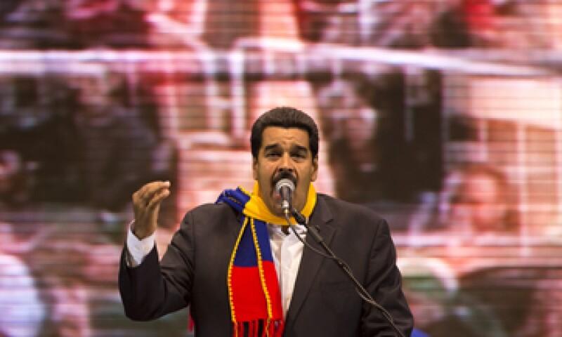 El mandatario Nicolás Maduro asegura que está librando una guerra económica. (Foto: AP)