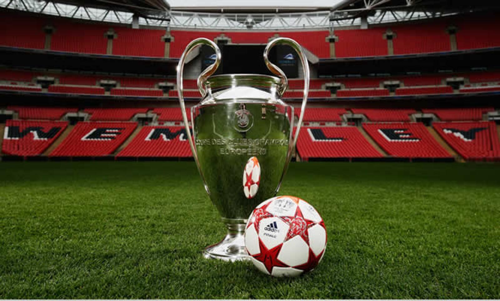 Adidas también lanzó el balón oficial para disputar este encuentro. Cuesta 70 libras, cerca de 1,300 pesos más envío.