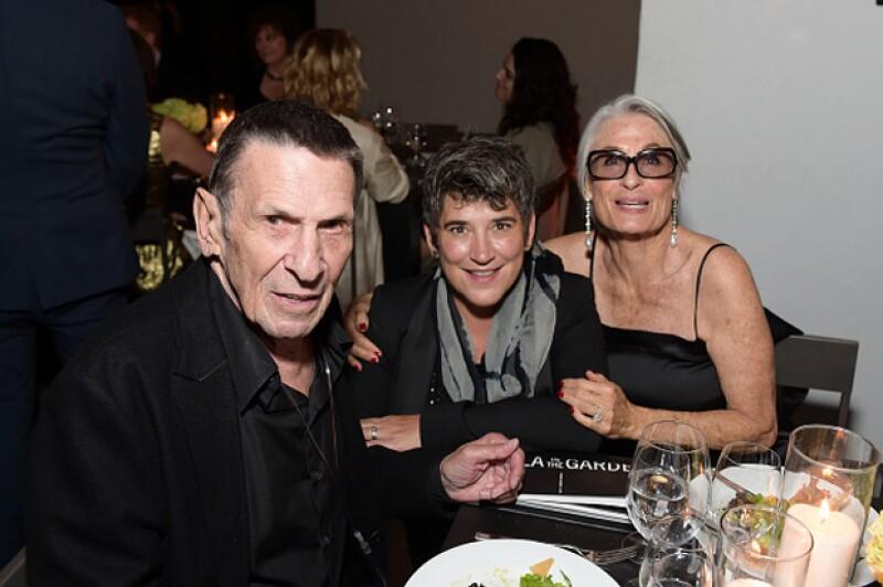 Esta fue unas de las últimas apariciones públicas de Leonard Nimoy. Aparece con su esposa Susan Bay, en la extrema derecha.