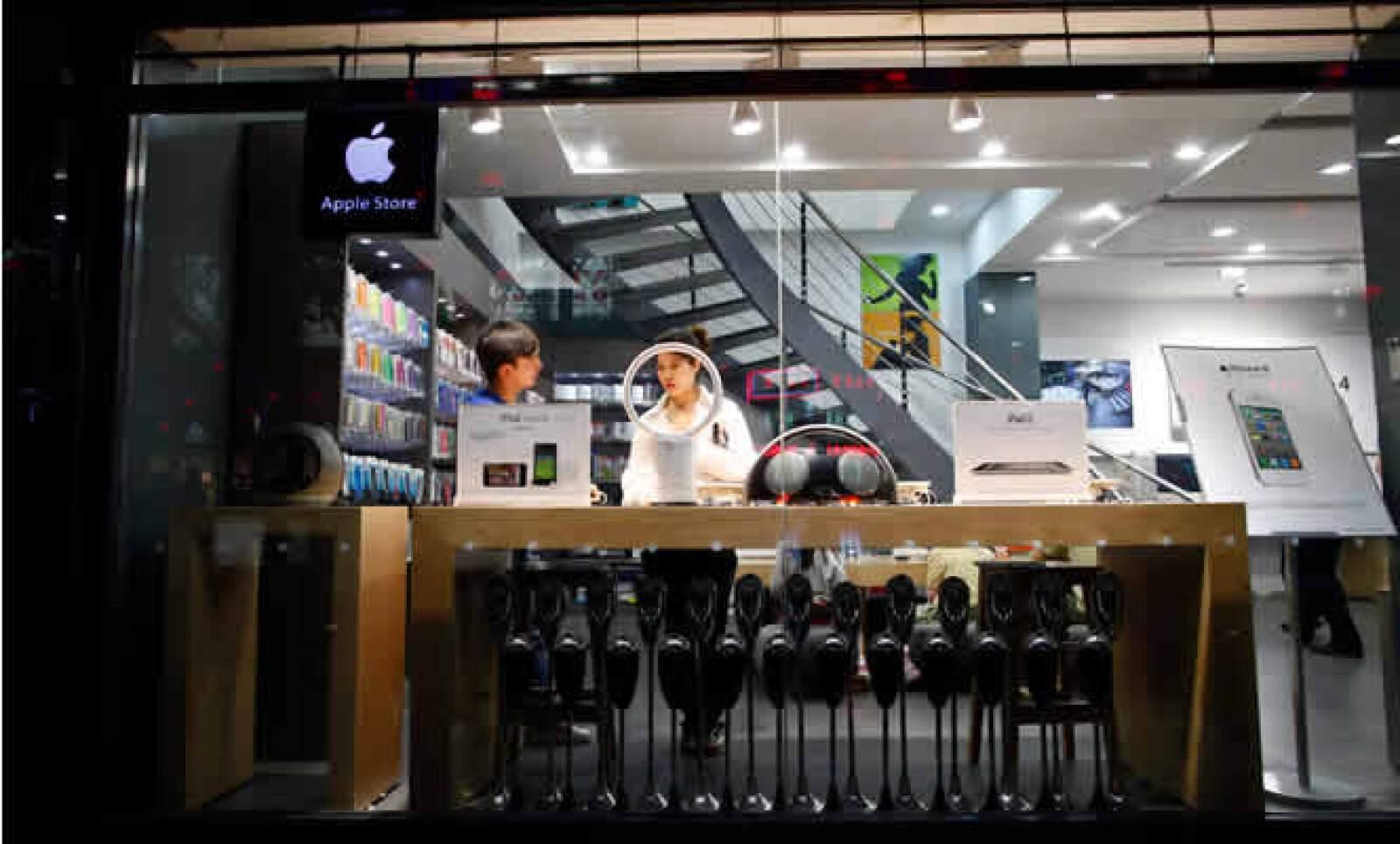 Las autoridades estudian si la firma de la manzana solicitó que sus diseños en tiendas quedarán protegidos.