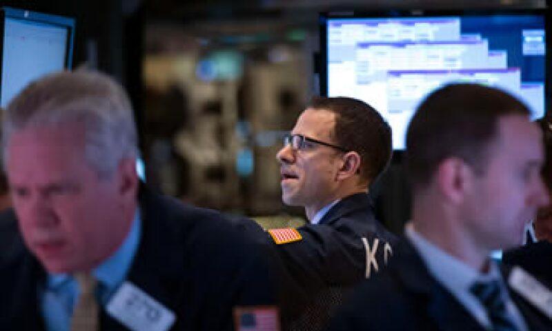 Wall Street se vio afectado por  las pérdidas en las acciones financieras. (Foto: Reuters)