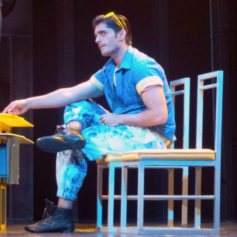 Daniel Elbittar como Emmanuel en el exitoso musical Mentiras.