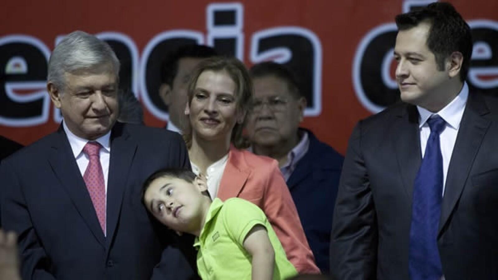 López Obrador toma protesta como candidato del PT