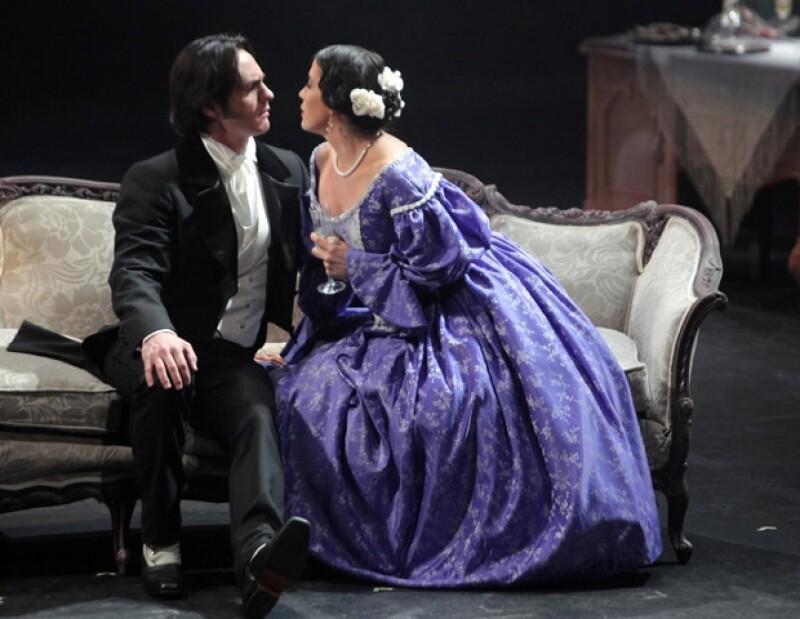 Mauricio Ochmann demostró su talento al interpretar un personaje de teatro clásico.
