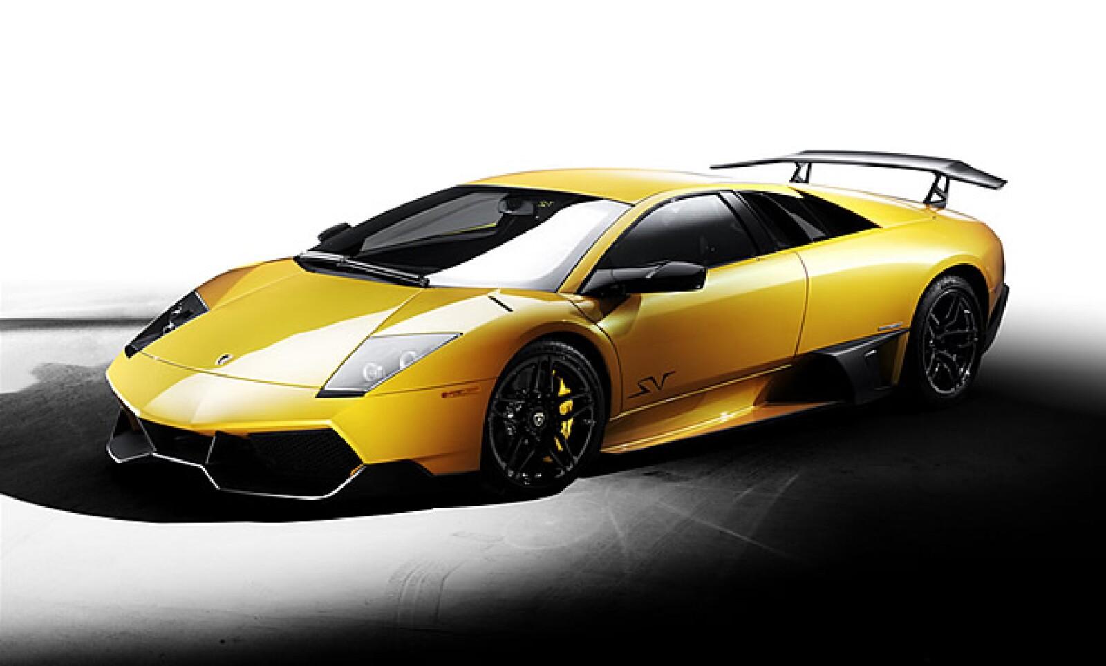 Una versión más refinada del modelo que incluye un motor V12 que genera hasta 670 caballos de fuerza. Velocidad completa de 350 km/h y aceleración de 0 a 100 km/h en 3.2 segundos, un par de sus atributos.