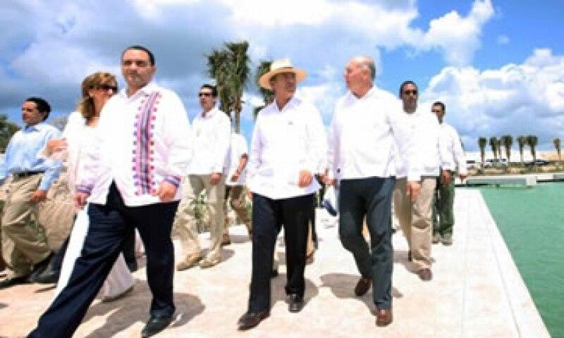 El presidente Felipe Calderón también presenció la integración de la empresa Carnival al Acuerdo Nacional por el Turismo. (Foto: De Presidencia de la República)