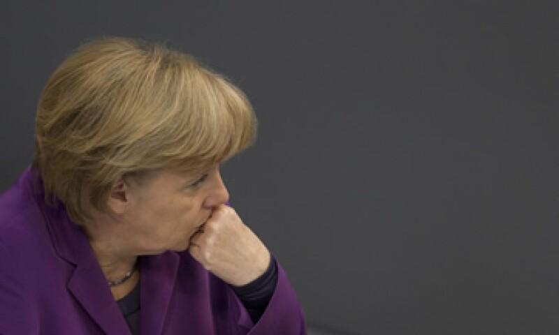 La canciller alemana Angela Merkel se ha opuesto a crear un bono europeo conjunto. (Foto: Reuters)