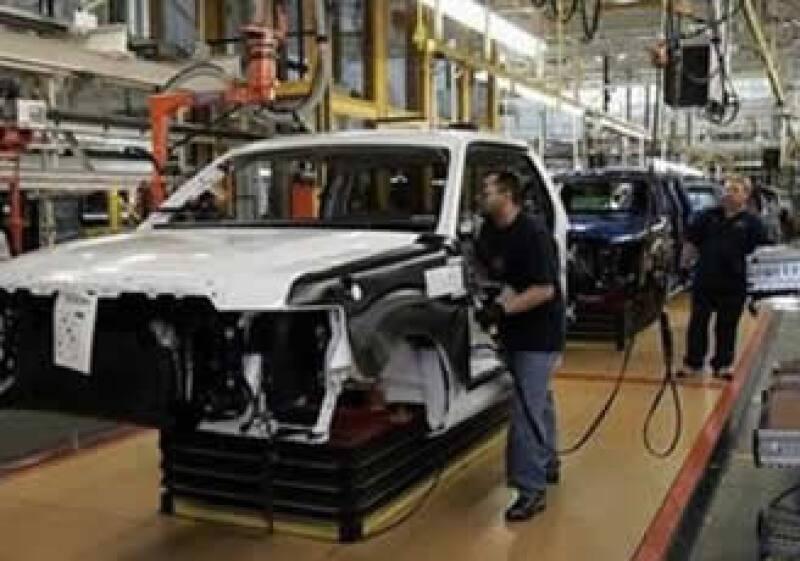 Algunas automotrices han reportado mejoras en sus ventas en los últimos meses, pero analistas dudan de una recuperación. (Foto: Reuters)