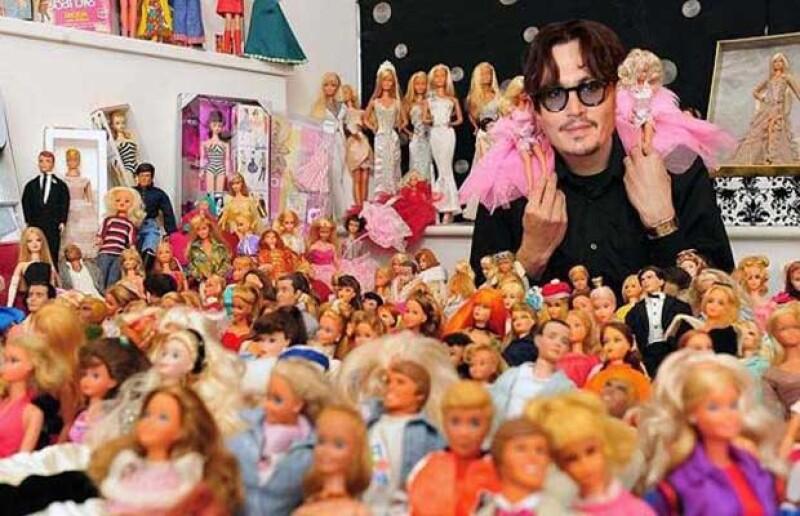 Desde muñecas Barbie hasta máquinas de escribir, algunas personalidades como Johnny Depp y Tom Hanks tienden a coleccionar artículos tan particulares que resulta increíble pensar que es cierto.